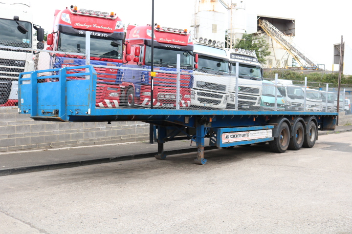 TRI-AXLE FLATBED TRAILERS