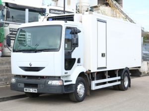 RENAULT MIDLUM 7T CARRIER FREEZER (2006)